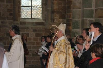 24. Mgr Le Boulc'h présidait l'eucharistie