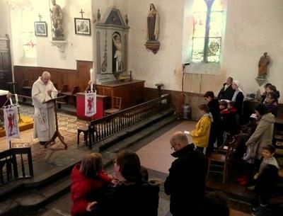 2.Bénédiction des bannières et des petits pèlerins