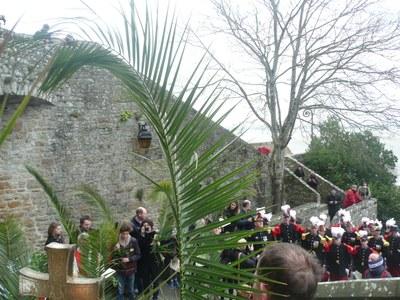3.Procession dans les ruelles du Mont